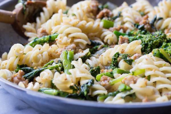 pasta broccoli salsiccia