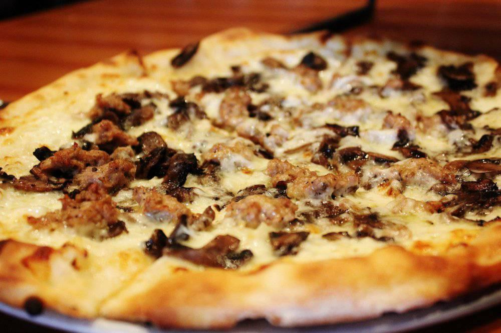 pizzasalsicciafunghiemozzarella