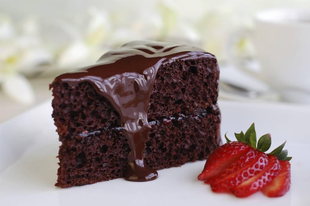 Torta Al Cioccolato Fondente Con Glassa Alla Nutella