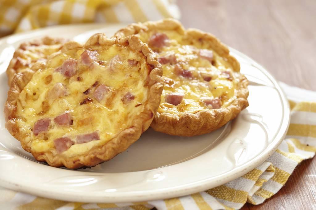Mini torte salate con prosciutto e mozzarella ricette di for Torte salate con pasta sfoglia