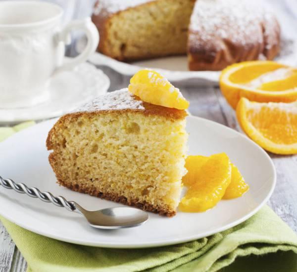 Ciambella integrale all'arancia, soffice e leggera ideale per la merenda