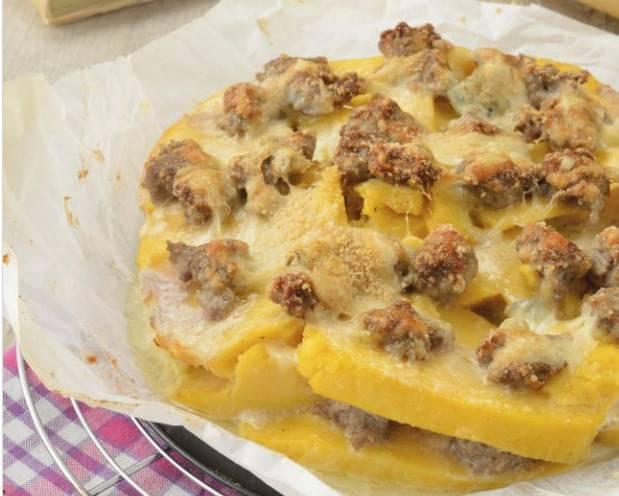 Polenta pasticciata con salsiccia e mozzarella Ricette di checucino.it ...