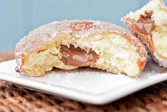 Focaccette morbide ripiene di Nutella, dolcissime e super golose