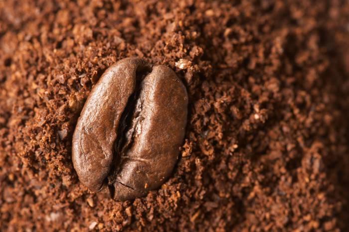 CAFFE_SOLUBILE_E_LIOFILIZZATO_POLVERE_shutterstock_320228