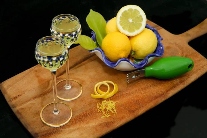 Crema di limoncello, la ricetta facile per prepararlo con il Bimby