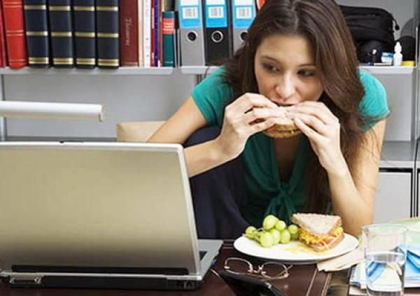 Il mangiatore malinconico: colui che mangia per colmare i vuoti
