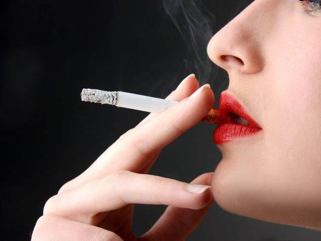 Getta-la-sigaretta-non-ingrasserai_o_su_horizontal_fixed