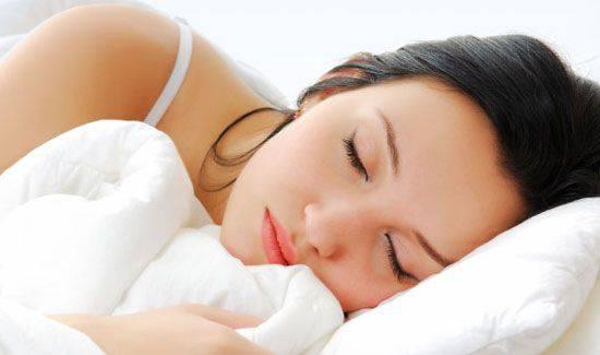 Russare: rimedi per dormire meglio e aiutare il partner