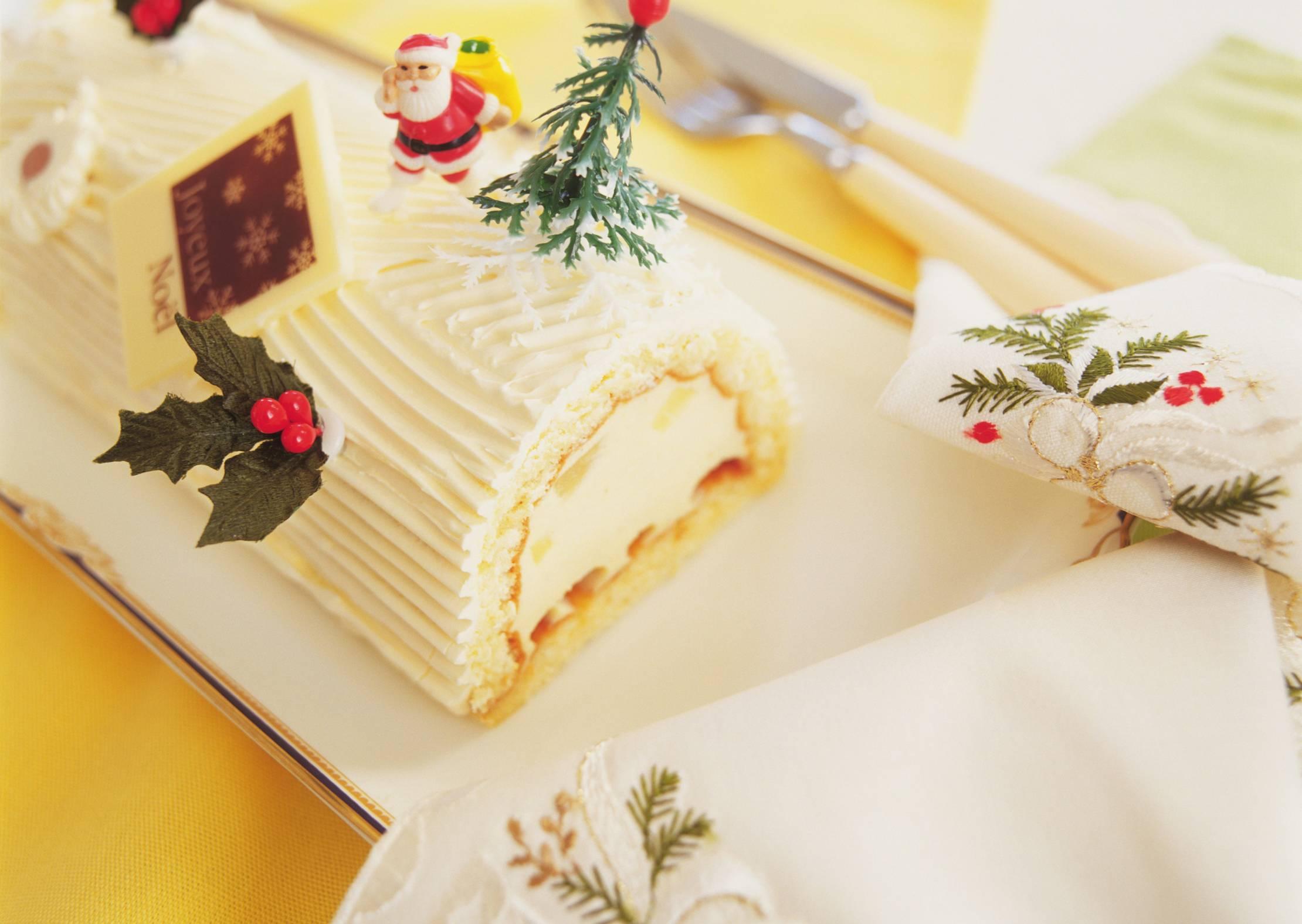 Ricetta Tronchetto Di Natale Al Cioccolato Bianco.Tronchetto Al Cioccolato Bianco E Lamponi
