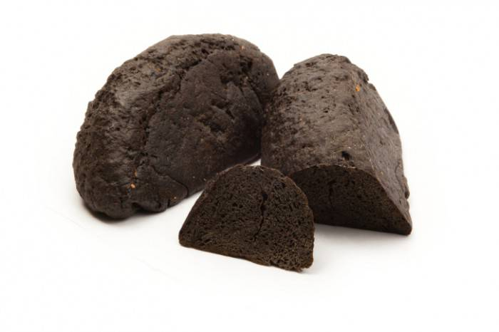 Yeastless coal bread