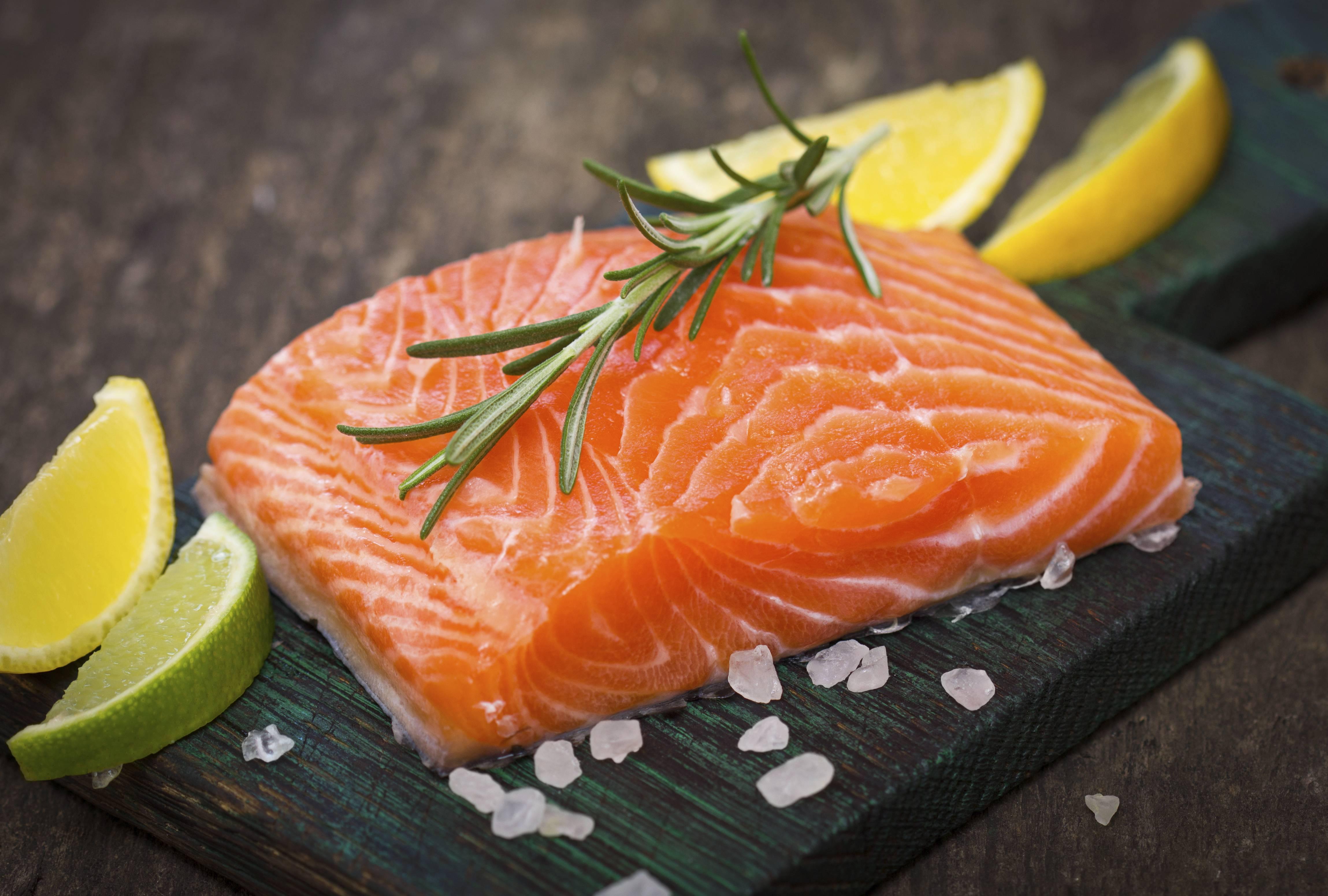 10 Motivi Per Cui il Salmone Non Va Mangiato