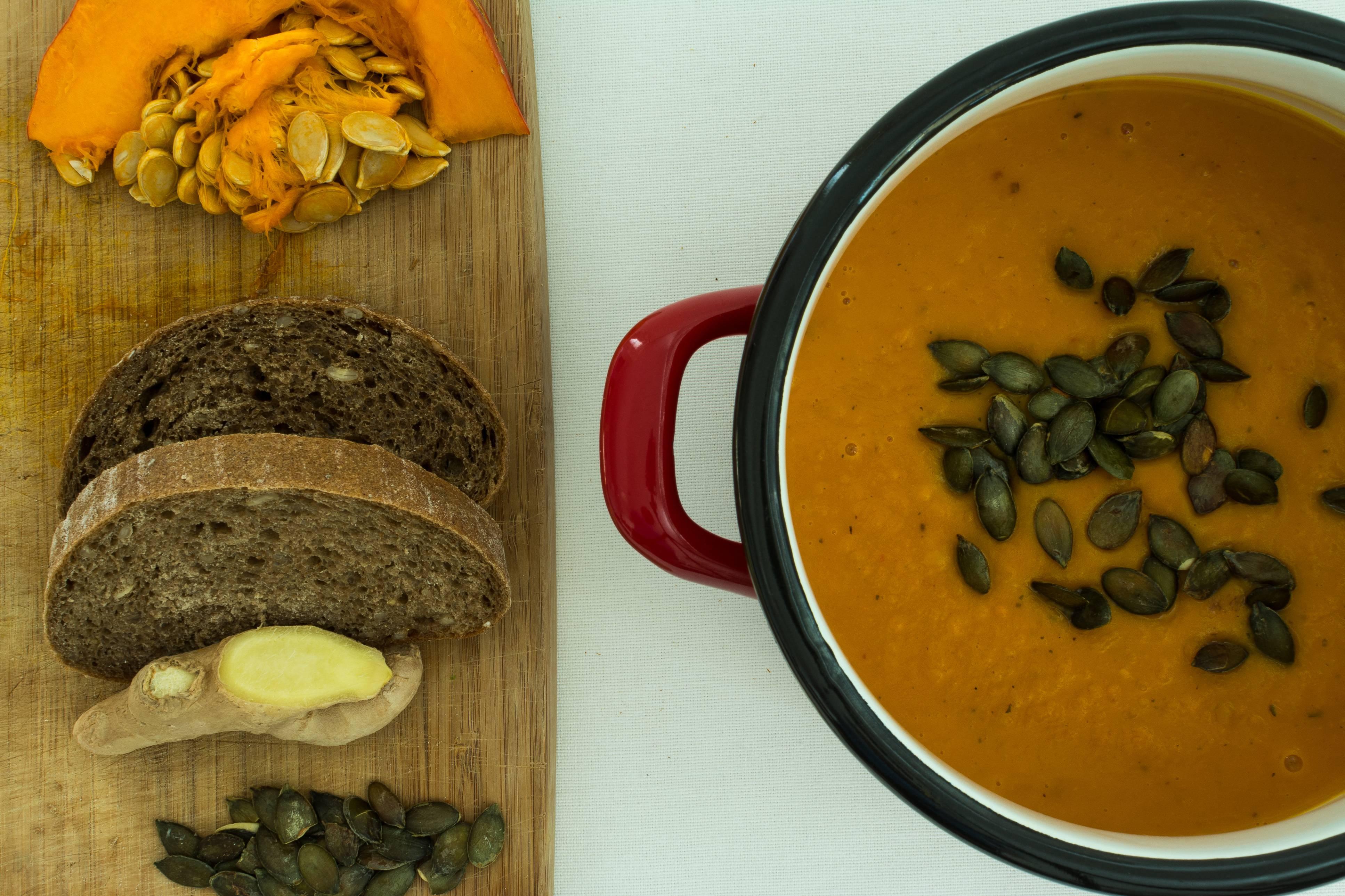 Zuppa di zucca e orzo, un piatto autunnale molto gustoso e ricco