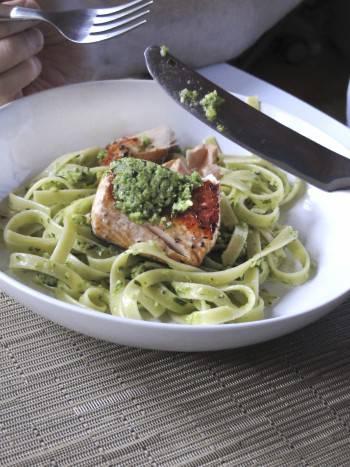 fettuccine pesto zucchine salmone