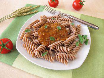 Wholemeal pasta with green core bolognese - Vollkorn-Nudeln mit Gr?nkern Bolognese