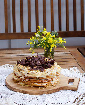 napoleon cake with chocolate flakes, many layers cake