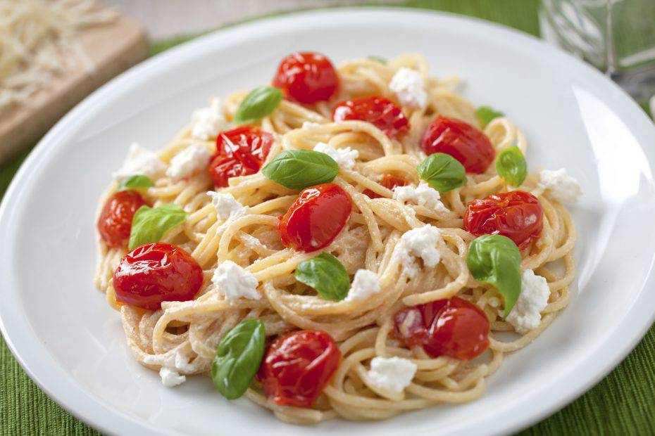 Spaghetti with cherry tomatoes and ricotta