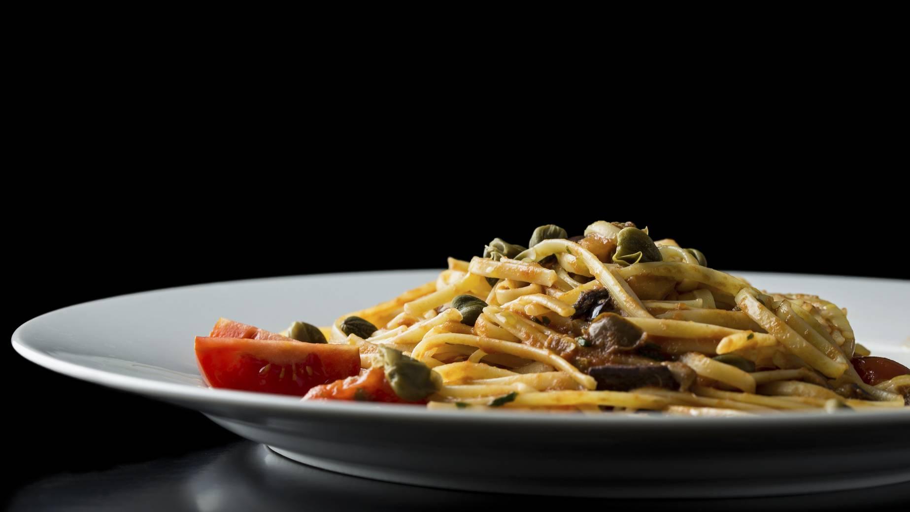 Spaghetti all'amalfitana, un piatto veloce e ricco di sapori mediterranei
