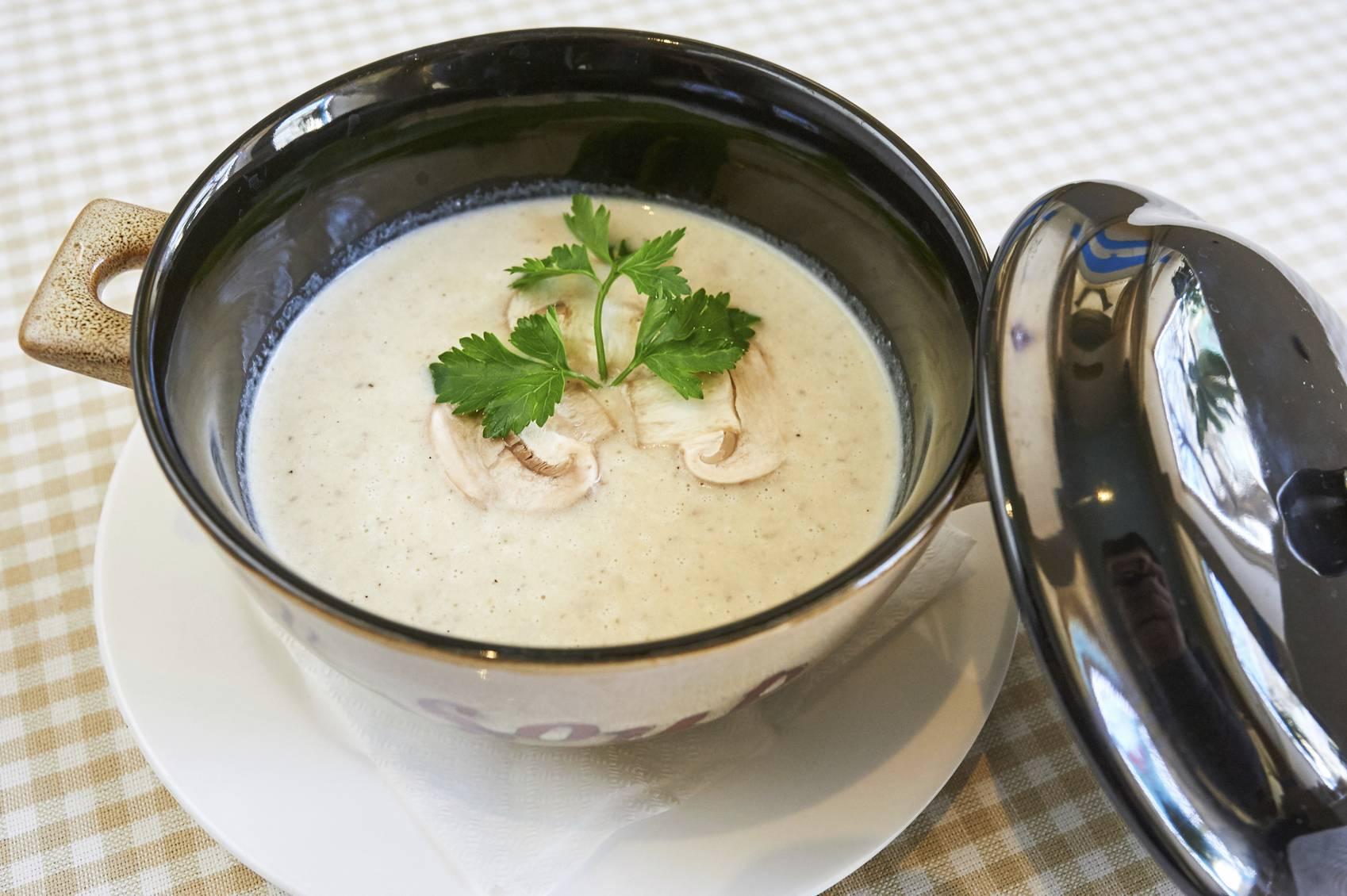 Zuppa cremosa di funghi porcini, un sapore unico e delicato