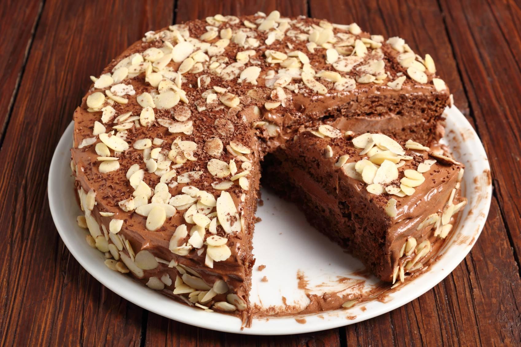 Torta con Crema al Cioccolato e Mandorle | Ricetta Super Golosa