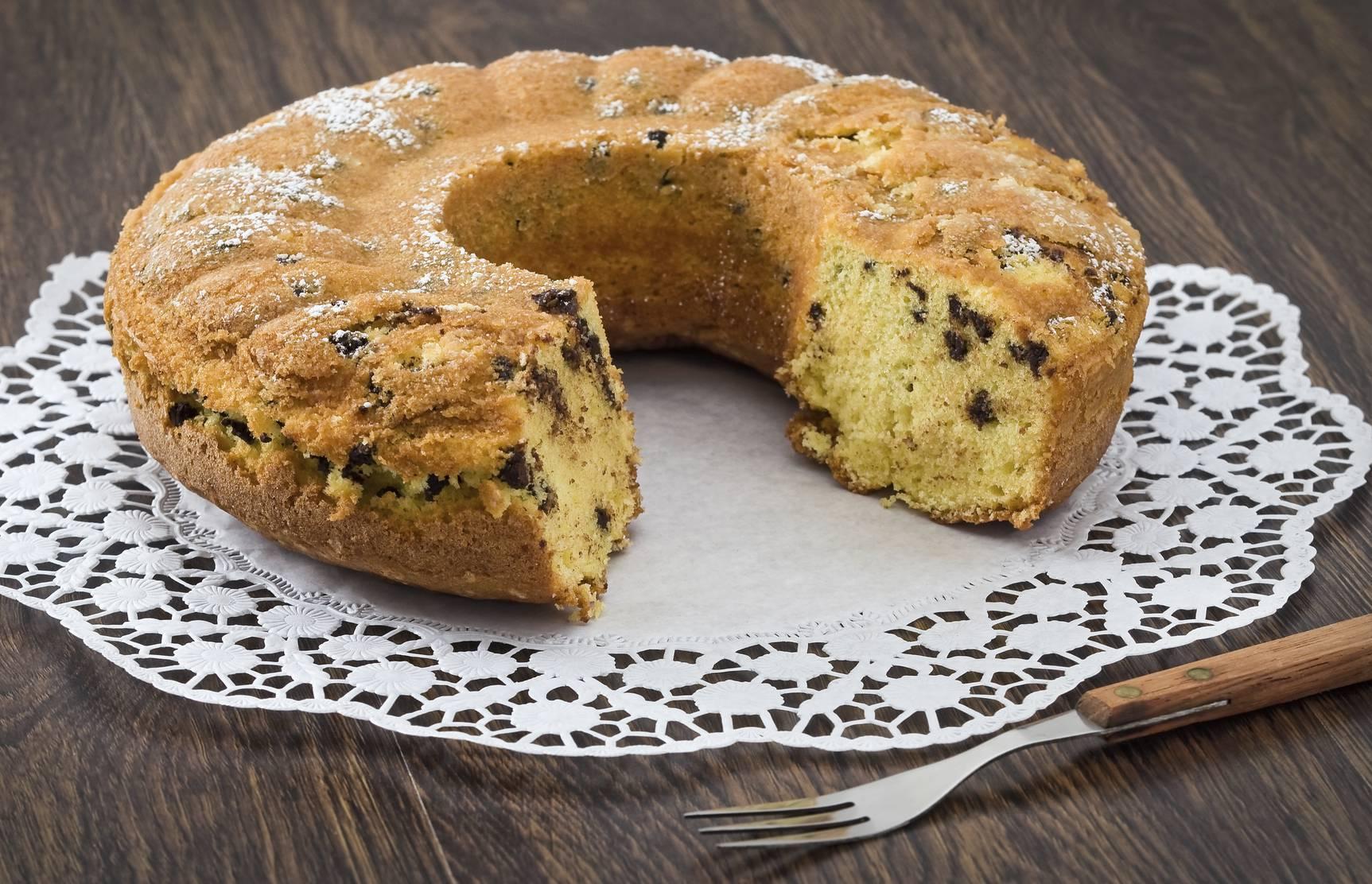 Torta cocco, cioccolato e albumi, una soffice delizia per colazione