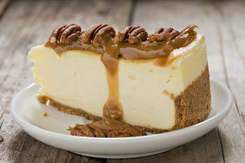 Cheesecake with Caramel And Pecans.