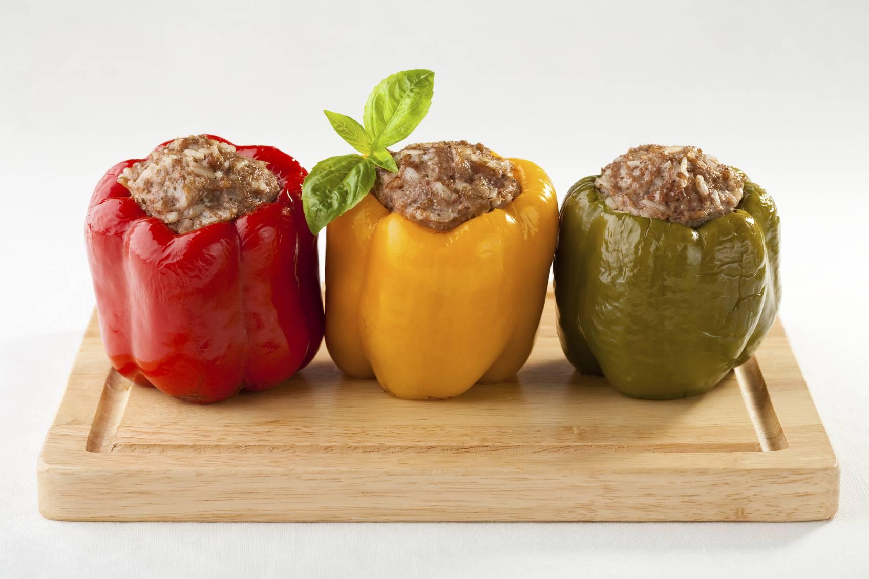 Peperoni ripieni di pane e tonno, un secondo piatto irresistibile e profumato