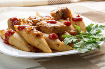 Conchiglioni Pasta with stewed chicken