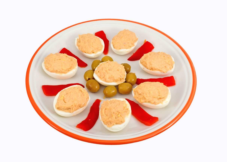 Uova ripiene al salmone, un antipasto gustoso da servire a Natale