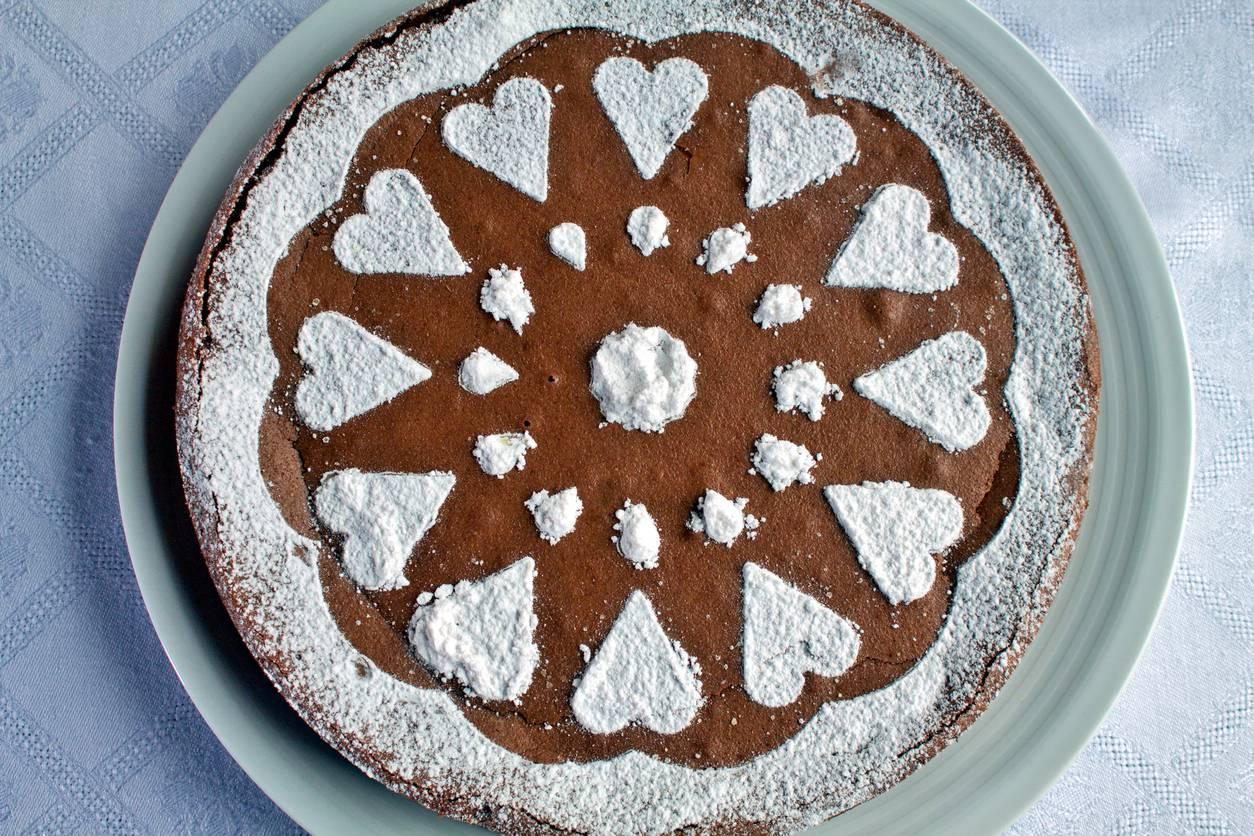 Torta soffice al cioccolato al latte, la ricetta per una merenda golosissima