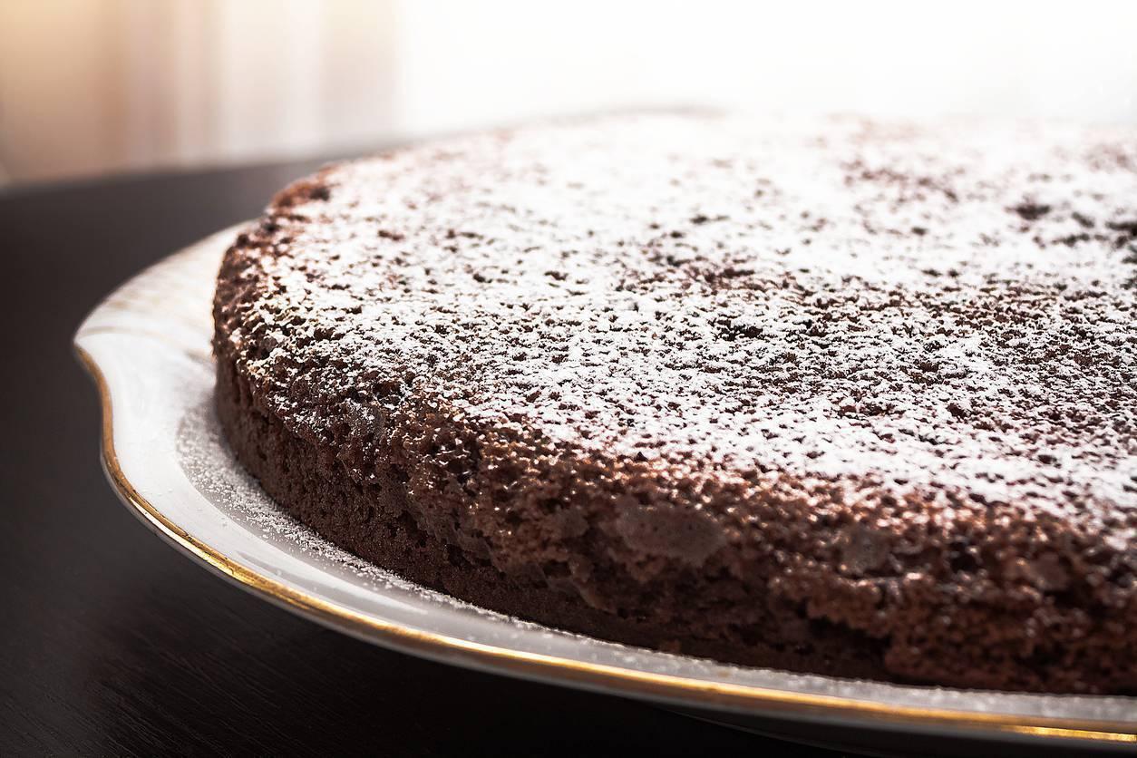 Torta al cioccolato gluten free, morbida e leggera da gustare al mattino