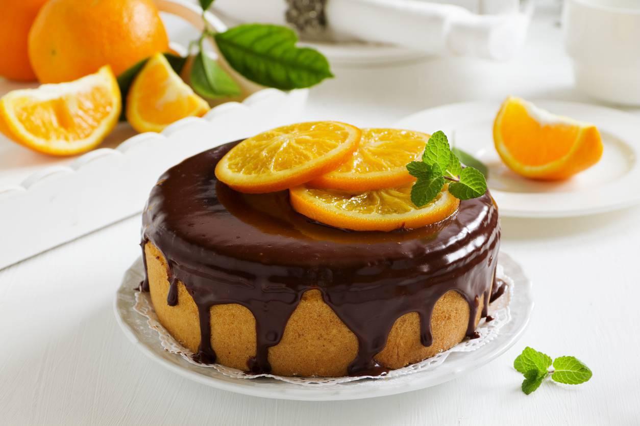Torta con crema pasticcera all arancia e cioccolato