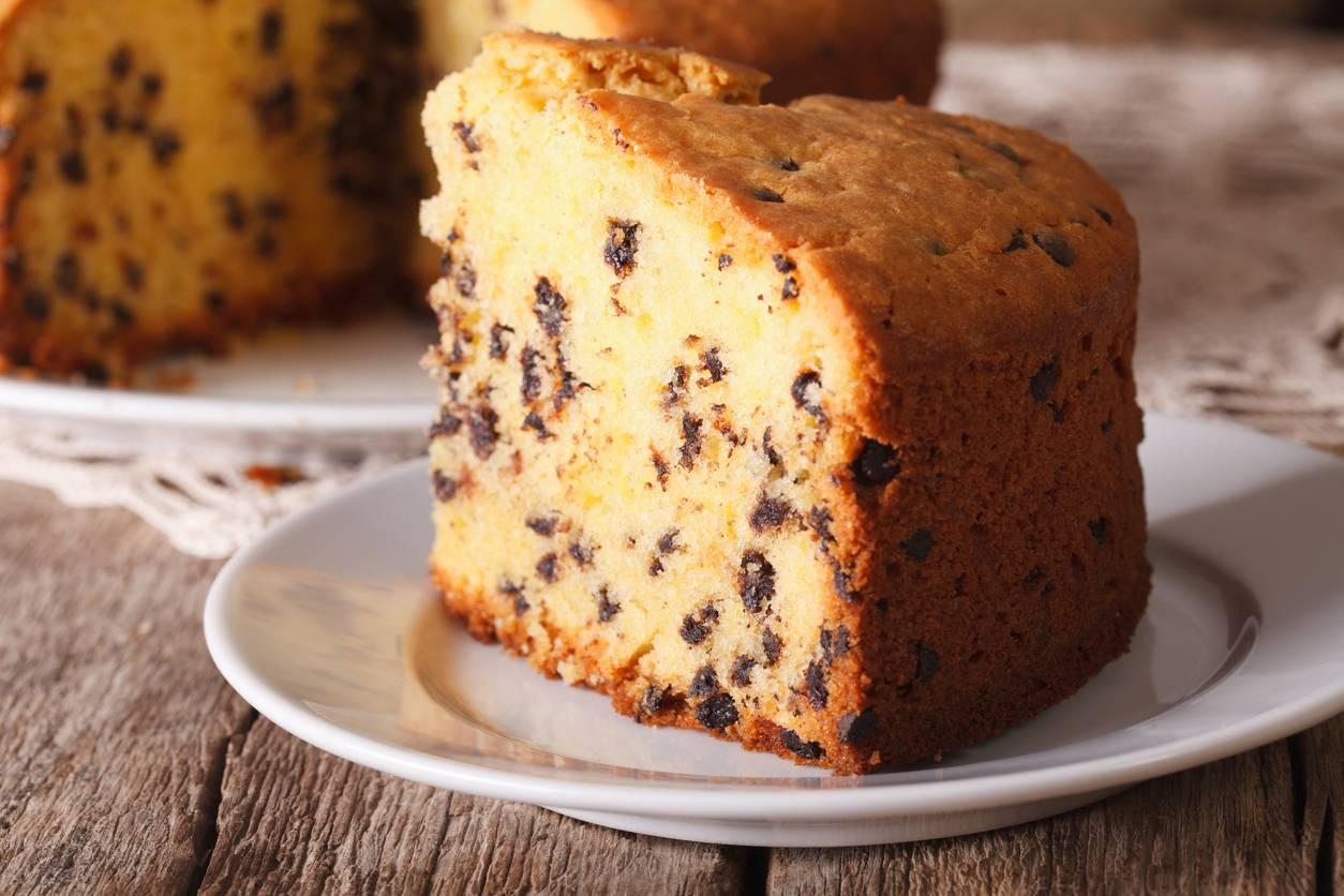 Torta al limone con gocce di cioccolato, la ricetta per un dolce risveglio