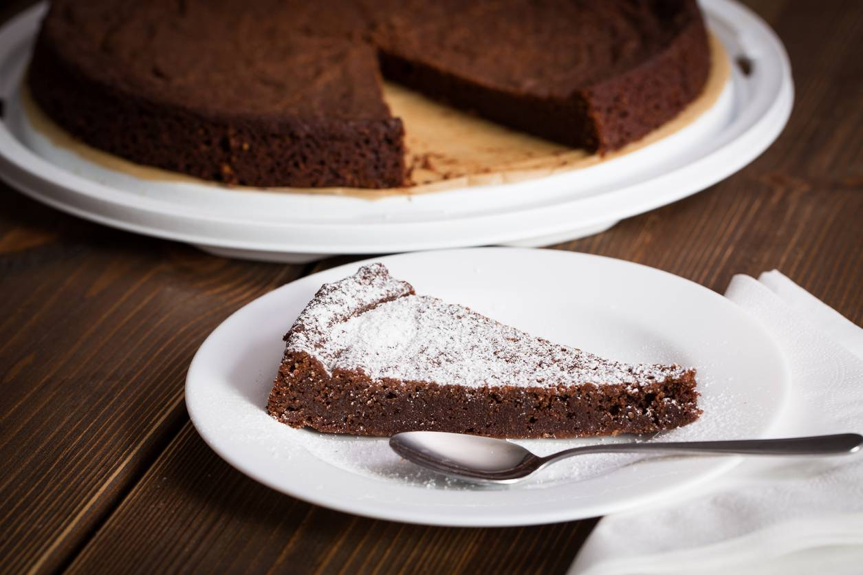 Torta al cioccolato, la ricetta per prepararla con soli 4 ingredienti
