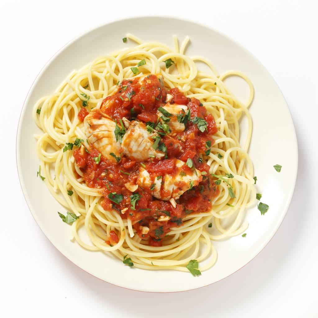 Spaghetti con alici e pomodorini, un primo piatto veloce e saporito