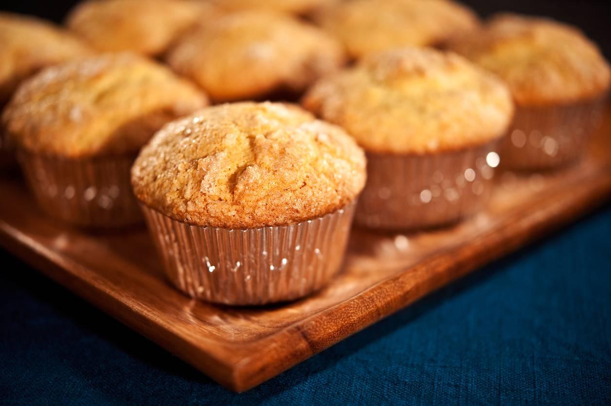 Muffin al latte caldo, una colazione golosa perfetta per tutta la famiglia
