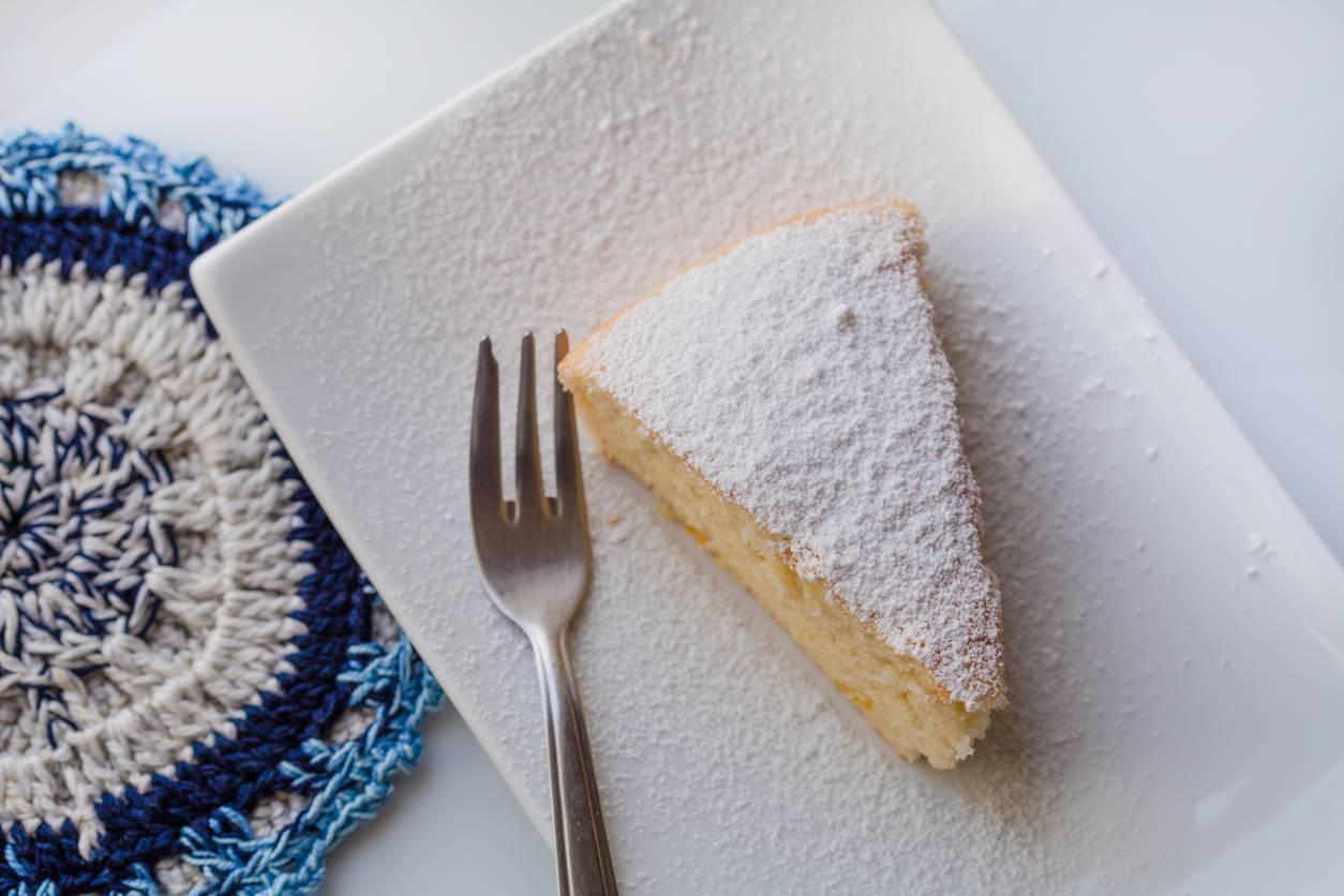 Torta allo yogurt cremosa senza farina, un dessert al cucchiaio irresistibile