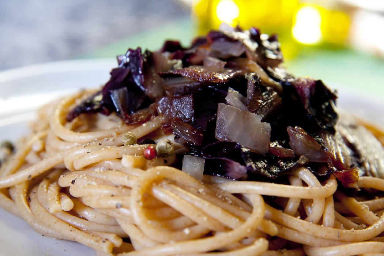 Spaghetti ubriachi, un primo piatto semplice e sfizioso da servire