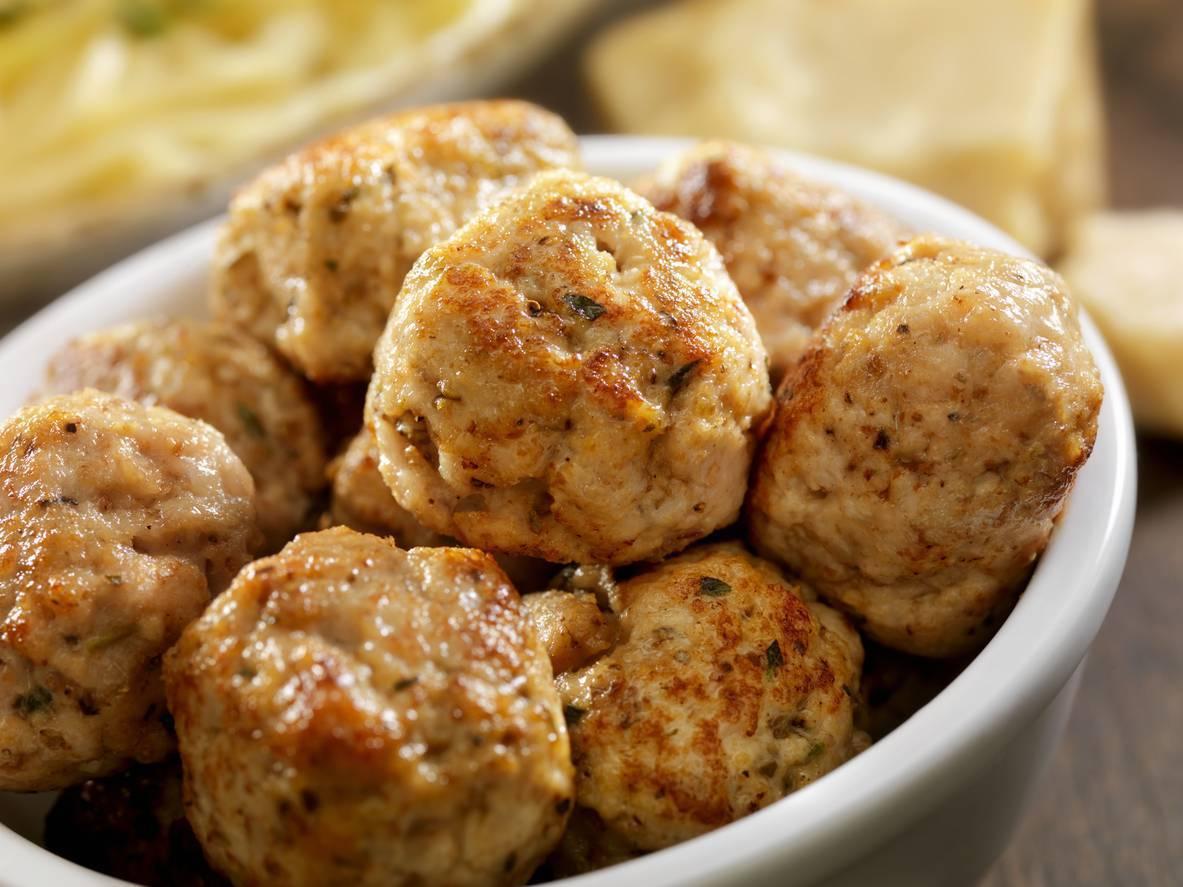 Polpette di pollo e finocchietto, un piatto profumato per una cena leggera