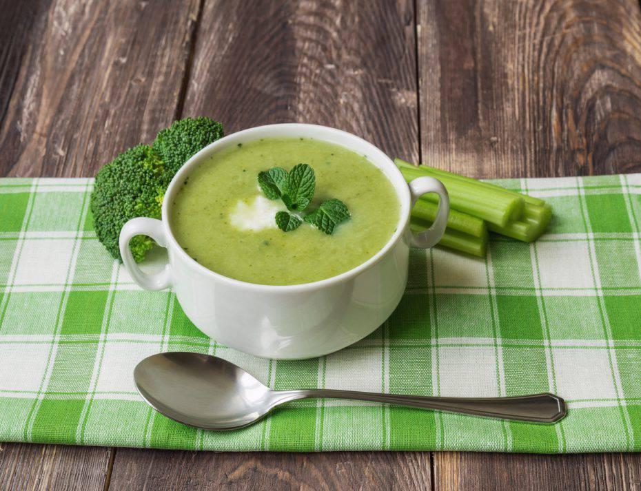 Zuppa di broccoli e formaggi