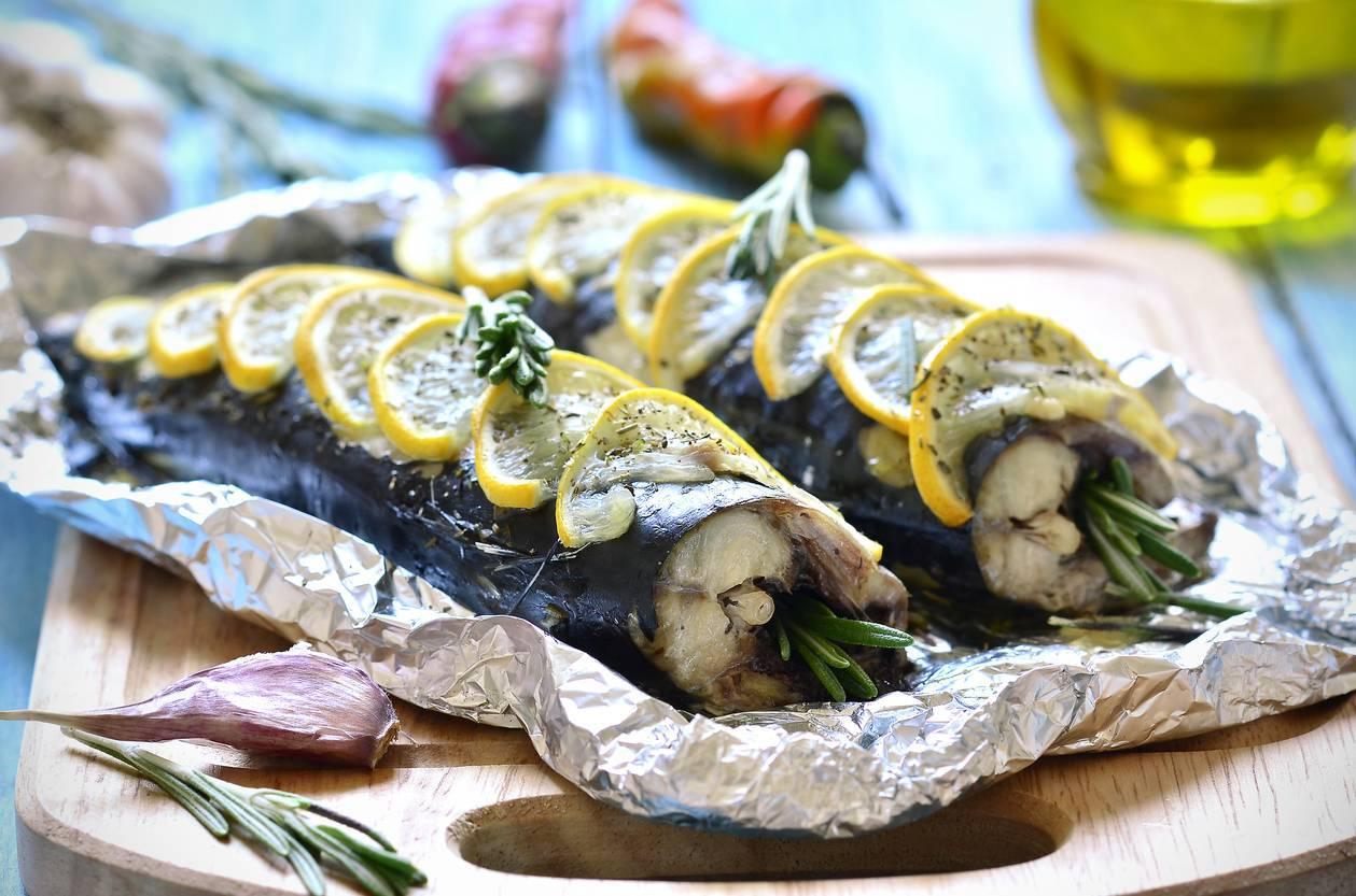 Sgombro con aceto olio e aglio, una portata gustosa e veloce