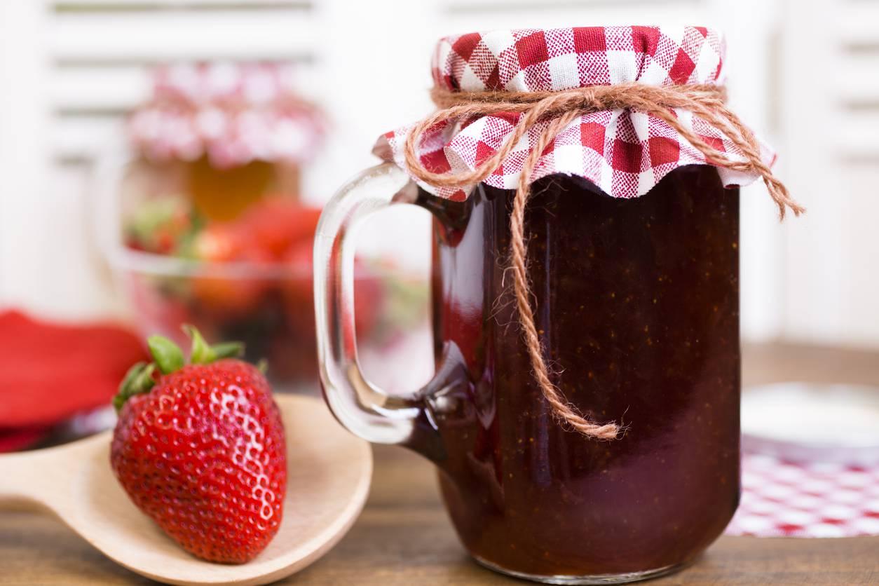 Gelatina di fragole, un dessert irresistibile e goloso da servire