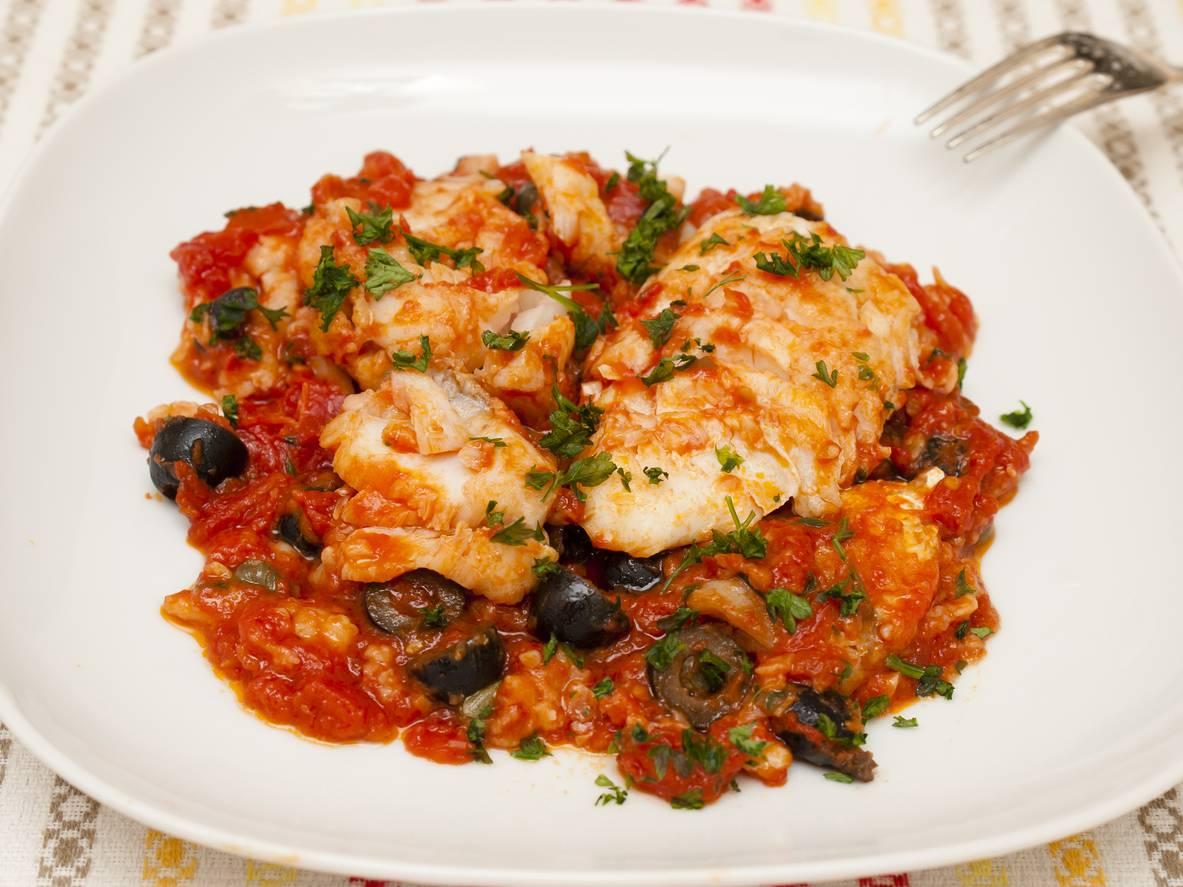 Merluzzo con pomodorini, un gustoso piatto di pesce pronto in 10 minuti
