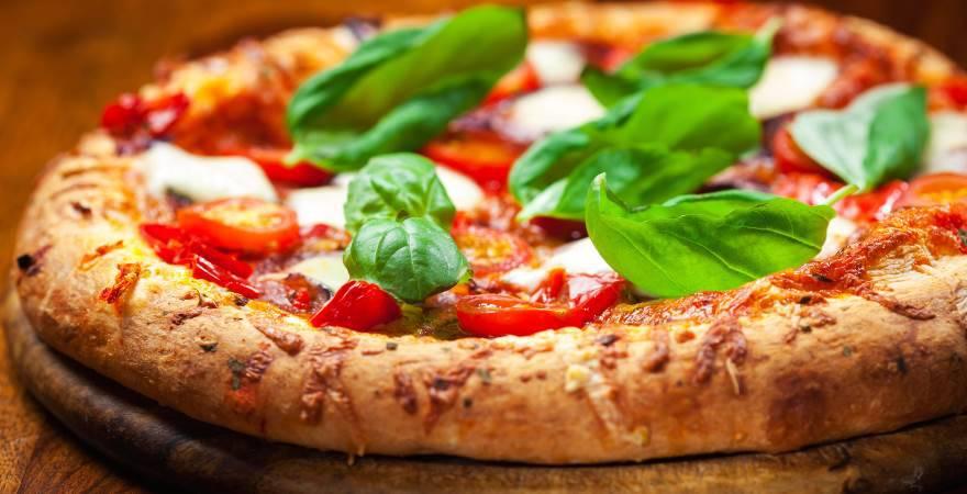 Ordinano 60 pizze e non si presentano: donate ai senzatetto
