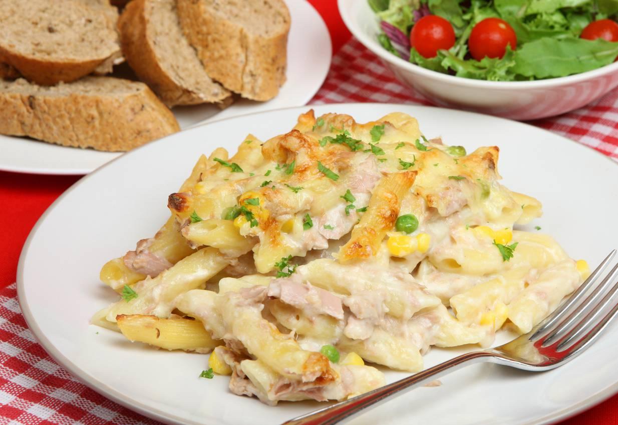 Pasta al tonno e piselli, un primo piatto fresco ed estivo da servire