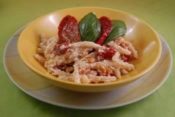 Pasta con Pomodori e Ricotta