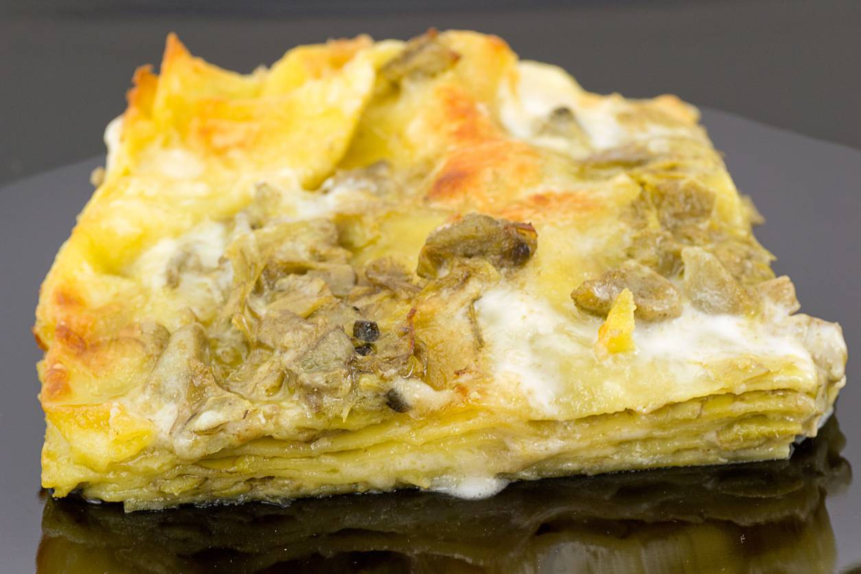 Lasagne al forno prosciutto cotto e carciofi, un piatto squisito e prelibato