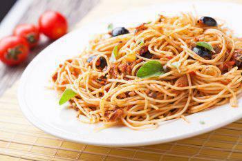 Spaghetti con Olive Nere