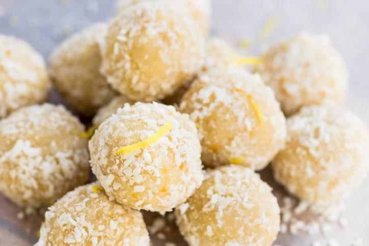 Praline di cocco, ricotta e limone
