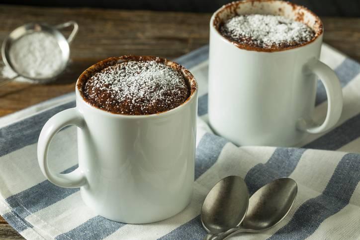 Mug cake al cioccolato, la ricetta facile per una pausa irresistibile