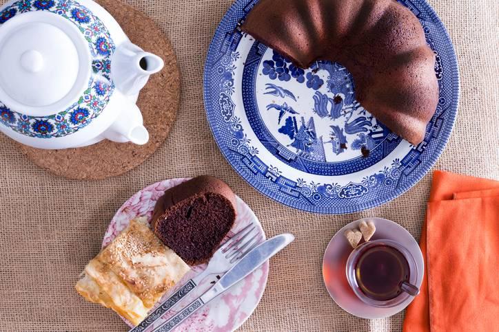 Ciambellone al cioccolato fondente, un dolce leggero senza burro e uova